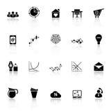 Virtuelle Organisationsikonen mit denken über weißen Hintergrund nach Lizenzfreie Stockfotografie