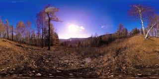 virtuelle Realität 4K 360 VR einer schönen Gebirgsszene zur Herbstzeit Wilde russische Berge stock video