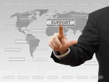 Virtueller Knopf des Geschäftsmannes rührende Stütz Kundendienst eine schöne lächelnde Geschäftsfrau Stockbild