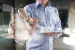 Virtueller Schirm industriell und Gesch?ftsOrganisationsstrukturhintergrund Modernes Technologie- und Internet-Konzept IOT lizenzfreie stockfotografie
