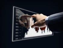 Virtuelles Diagramm der Geschäftsmannhandnote Stockfoto