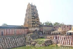 Virupaksha świątynia i staw, Hampi, India zdjęcia royalty free