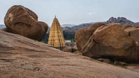 Virupaksha ind Świątynny karnakata między dwa zdjęcia royalty free