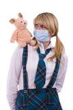 Virus de la gripe del cerdo. La colegiala con la máscara es cerdo asustado Foto de archivo libre de regalías