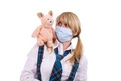 Virus de la gripe del cerdo. La colegiala con la máscara es cerdo asustado Fotos de archivo