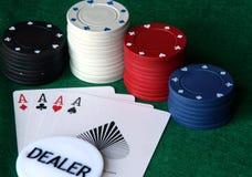 Virutas de póker con las tarjetas Imágenes de archivo libres de regalías