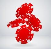 Virutas de póker rojas que caen Fotografía de archivo libre de regalías