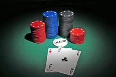 Virutas del casino con dos as Imagen de archivo libre de regalías