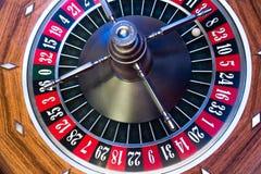 Virutas y ruleta de póker Fotos de archivo
