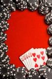 Virutas y tarjetas de póker Imagenes de archivo