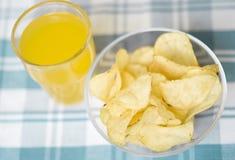 Virutas y zumo de fruta Fotos de archivo libres de regalías
