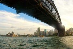Visão sob a ponte do porto Fotografia de Stock