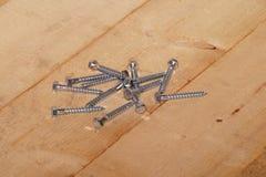 Vis d'hexagone sur le bois Photographie stock