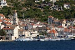 Vis da cidade na ilha do vis na Croácia Imagem de Stock