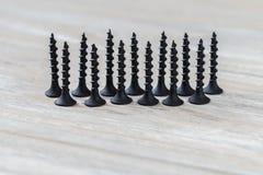 Vis en bois noire sur un fond en bois Image stock