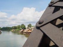 Vis et écrous sur un pont photographie stock libre de droits