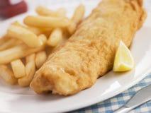 Vis met patat met de Ketchup van de Citroen en van de Tomaat Stock Afbeeldingen
