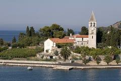 Vis miasta plaża Prirovo, wyspy Vis, Chorwacja Zdjęcie Stock