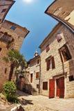 Vis-oog mening van de oude stad op hemelachtergrond royalty-vrije stock foto