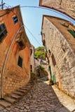 Vis-oog mening van de oude stad op hemelachtergrond royalty-vrije stock fotografie
