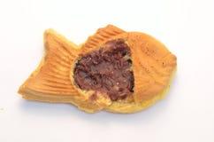 Vis-vormige pannekoek die met boonjam wordt gevuld Stock Foto