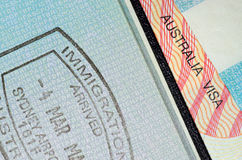 Visa australien et passeport embouti par immigration Images stock