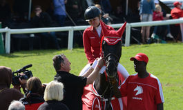 Visa banhoppninghästen och ryttaren - vinnare Royaltyfri Bild