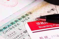 Visa de China en pasaporte y documento de embarque Imagen de archivo