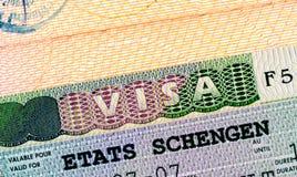 Visa de Schengen dans le passeport images libres de droits