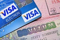 Visa de Schengen dans le passeport et les cartes de crédit Photos libres de droits
