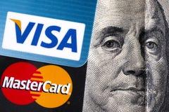 Visa et MasterCard avec le portrait de Benjamin Franklin images libres de droits