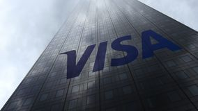 Visa Inc logo sulle nuvole di riflessione di una facciata del grattacielo Rappresentazione editoriale 3D Fotografia Stock Libera da Diritti