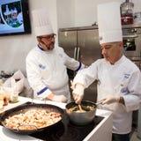Visa matlagning på HOMI, internationell show för hem i Milan, Italien Royaltyfri Foto