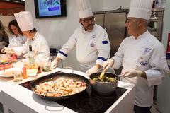 Visa matlagning på HOMI, internationell show för hem i Milan, Italien Royaltyfria Foton