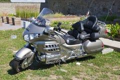 Visa motorcyklar NARVABIKE i territoriet av fästningen av Juli 18, 2010 i Narva, Estland Arkivbild