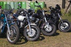 Visa motorcyklar NARVABIKE i territoriet av fästningen av Juli 18, 2010 i Narva, Estland Royaltyfria Bilder