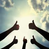 Visa tummen i himmel Royaltyfri Fotografi