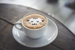 Visage animal sur l'art de latte photographie stock libre de droits