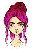 visage aux cheveux roses de fille, expression du visage affligée, colère Image libre de droits