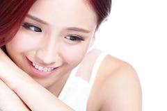 Visage avec du charme de sourire de femme Photos stock