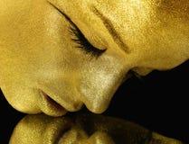 Visage avec le scintillement d'or Photographie stock libre de droits