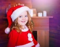 Visage, chapeau de Noël ! Image libre de droits
