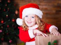 Visage, chapeau de Noël, cadeau ! Photo stock