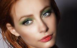 visage Ciérrese encima del retrato de la mujer bonita joven Fotografía de archivo libre de regalías