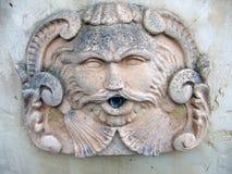 Visage décoré de fontaine Photos libres de droits