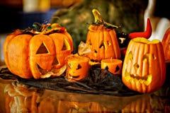 Visage découpé rampant de potiron de Halloween images stock