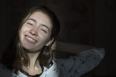 Visage d'émotion Portrait de genre de jeune belle fille photo stock