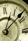 Visage d'horloge antique avec des mains photographie stock
