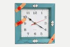 Visage d'horloge avec des bandages photos stock