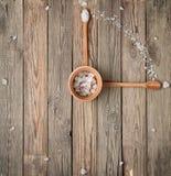 Visage d'horloge fait de sel et cuillères Photographie stock libre de droits
